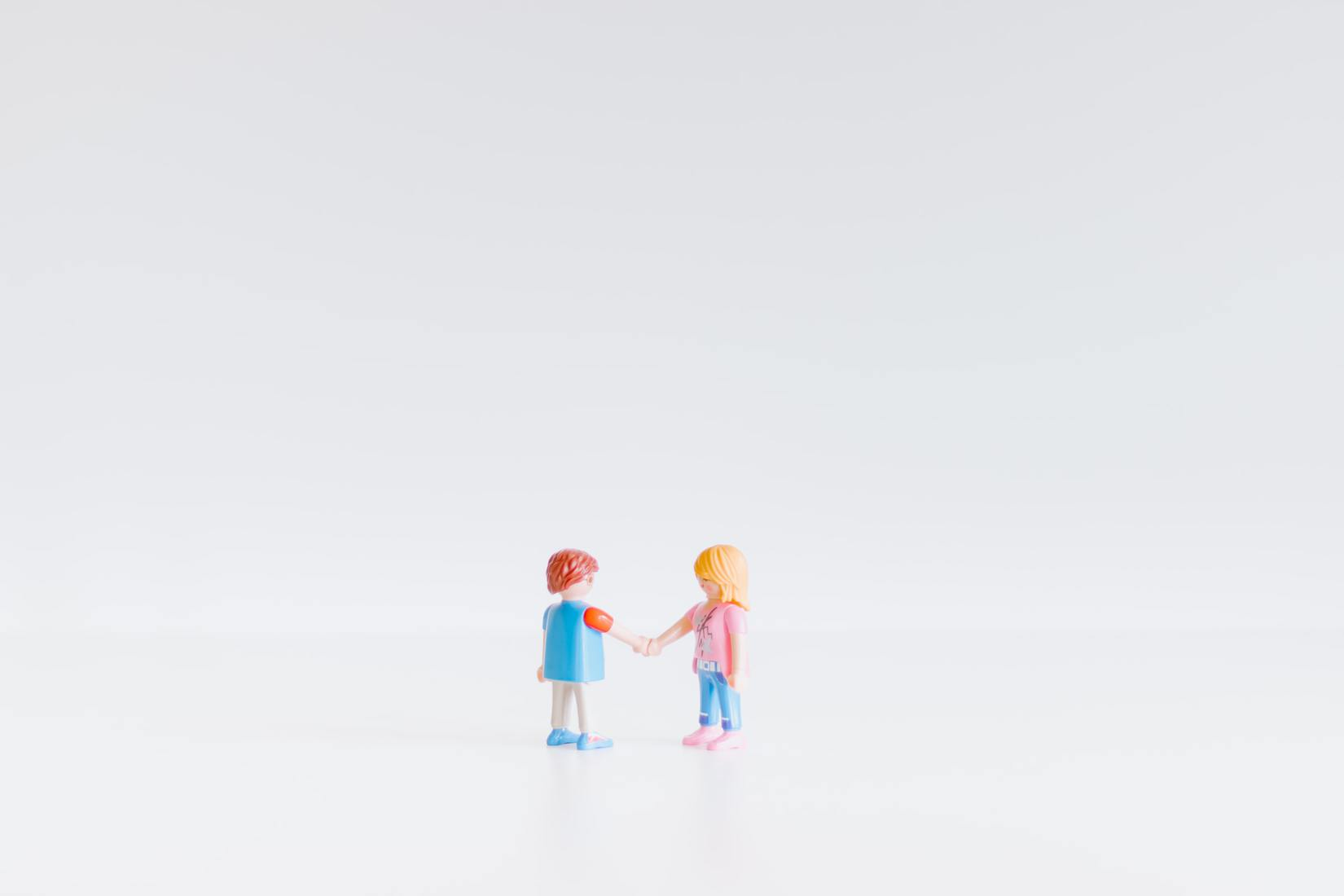 Plastic figures shaking hands