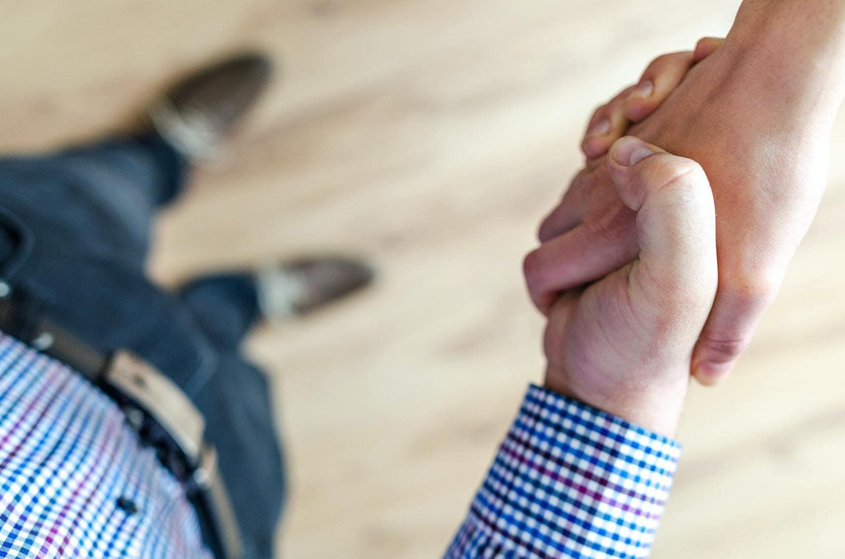 People doing handshake